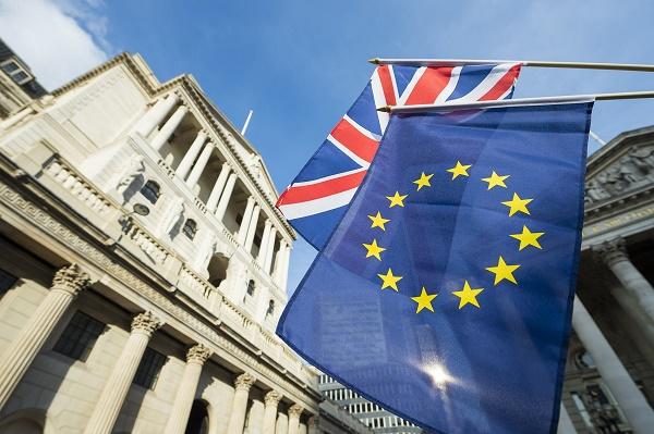 Банк Британии вкоторый раз оставил ставку постоянной