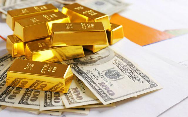 Золото или доллары? — Эксперт разъяснил, во что переводить ...