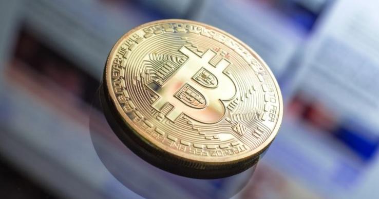 Курс биткоина возглавил рост на крипто рынке, кратко просевшем ниже $250 млрд.