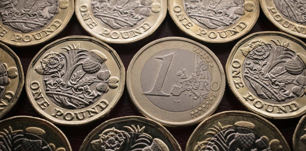 Евро и фунт берут инициативу, пользуясь слабостью доллара