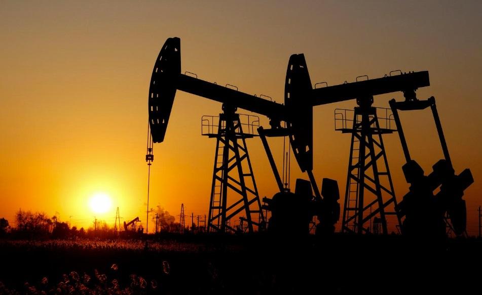 Нефть растет более чем на процент, однако перспективы по-прежнему неоднозначные
