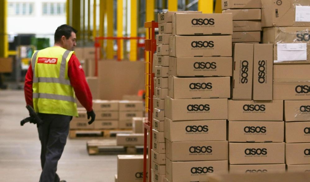 """Акции Asos обвалились на 40% из-за """"ужасающего спроса"""""""